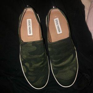 Steve Madden sneaker- size 9